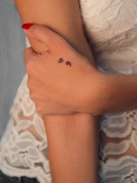 corazón minimalista tatuaje